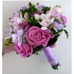 Ramo de novia de rosas y fressias
